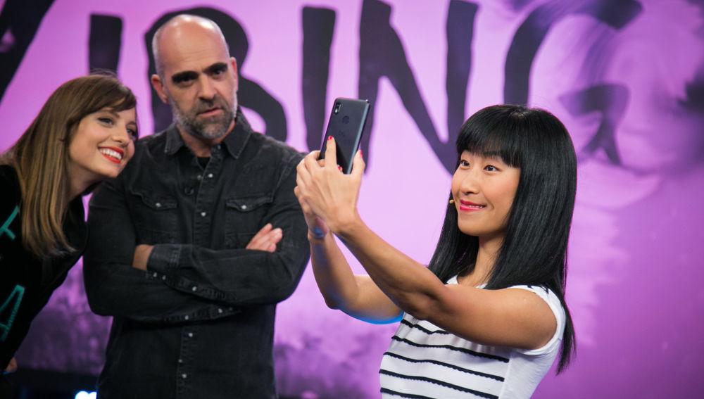 Yibing habla en 'El Hormiguero 3.0' sobre la obsesión de los retoques y el poder del maquillaje en China