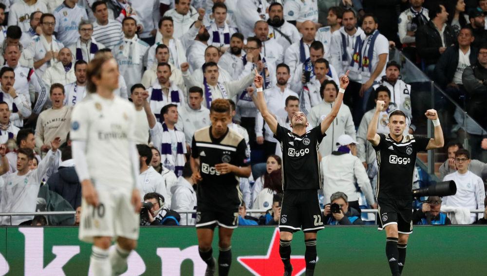Ziyech celebra el 0-1 contra el Real Madrid