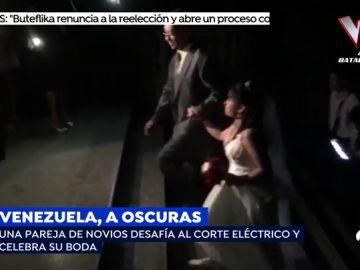 Pareja de novios se casa a oscuras en Venezuela