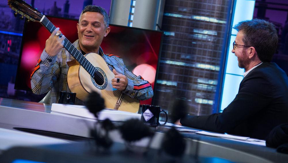 SUPER - Complicidad y ritmo en una noche mágica con Alejandro Sanz