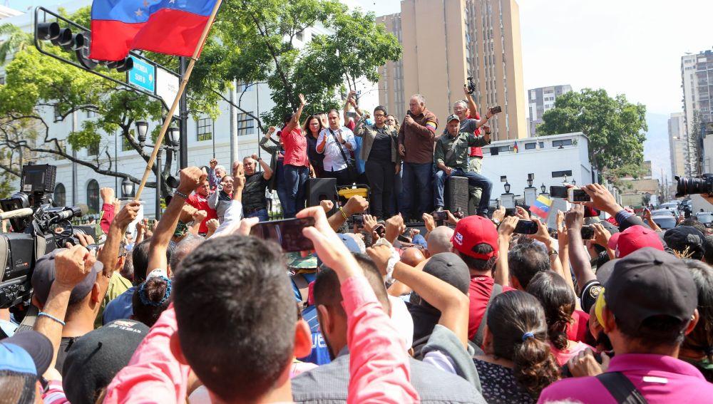 ¿Qué puede ocurrir en Venezuela tras el levantamiento militar de Guaidó?