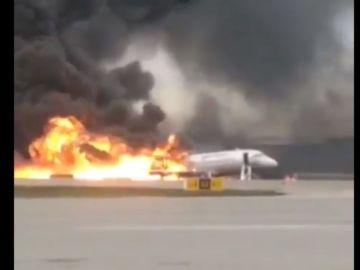 Noticias fin de semana (05-05-19) Al menos 13 muertos en el incendio de un avión aterrizado de emergencia en Moscú