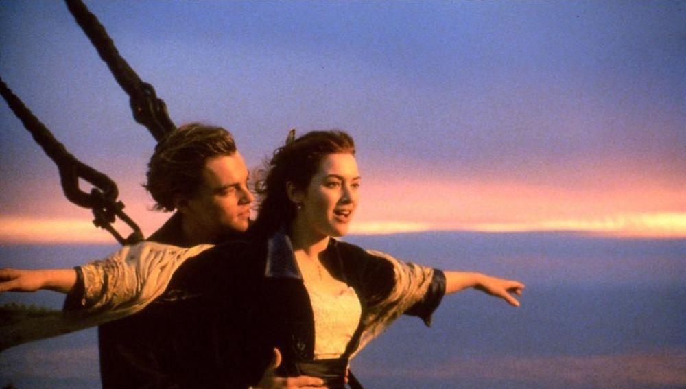 Leonardo DiCaprio y Kate Winslet en 'Titanic'