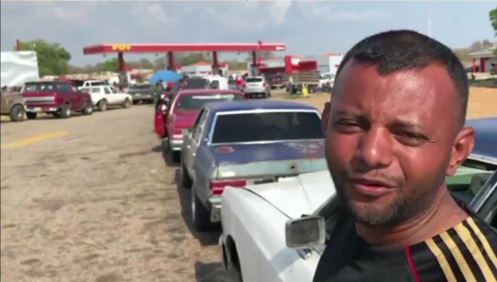 Colas para echar gasolina en Venezuela