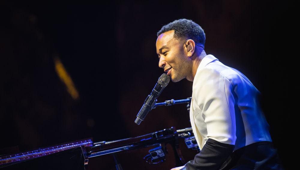 John Legend deslumbra con su piano al público de Starlite en el octavo sold out del festival