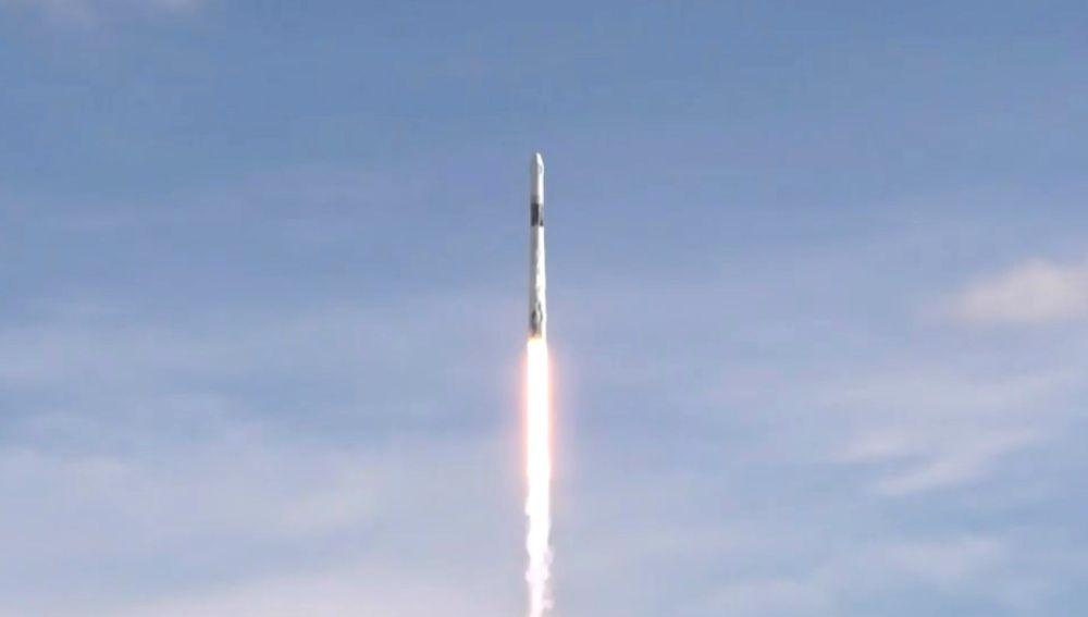 SpaceX envía la cápsula Dragon con suministros a la Estación Espacial