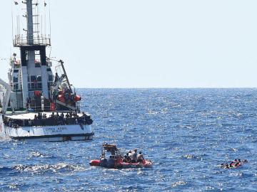 A3 Noticias de la Mañana (21-08-19) El Open Arms atraca en Lampedusa tras la orden del juez italiano de incautar el barco