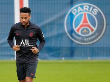 Neymar, entrenando en las instalaciones del PSG