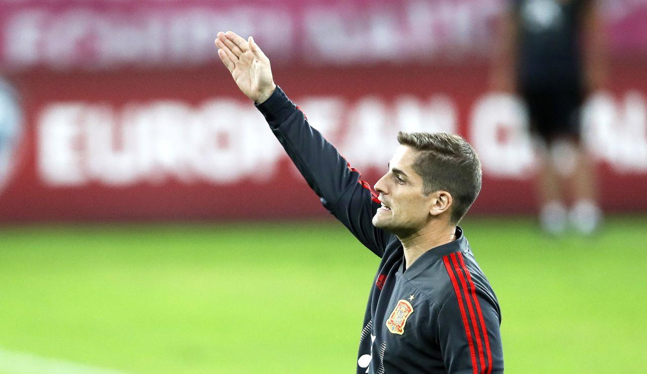 Robert Moreno, durante un entrenamiento de la Selección