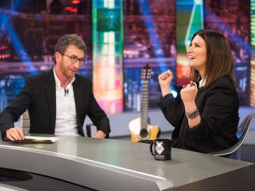 """La primera discusión de Pablo Motos y Laura Pausini en 'El Hormiguero 3.0': """"Me abre la puerta desnuda"""""""