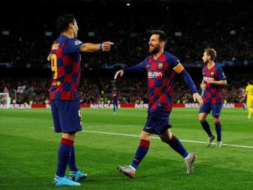 Luis Suárez y Messi celebran un tanto del Barça.
