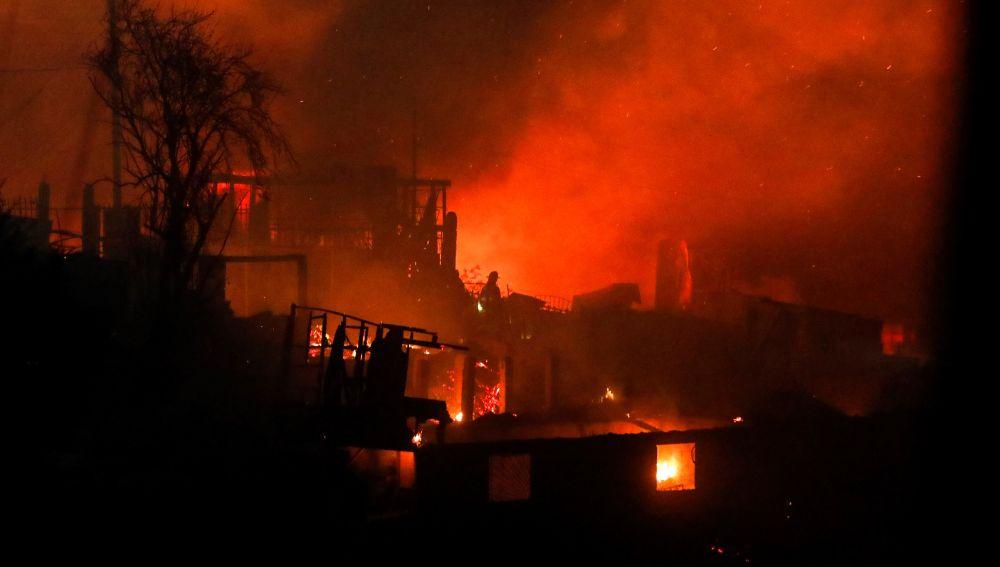 El fuego asalta a los vecinos de la chilena Valparaíso en plena Nochebuena