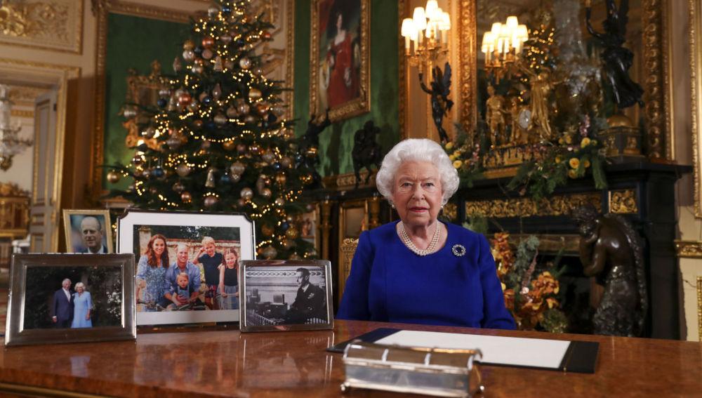 Isabel II insta a avanzar hacia la reconciliación tras un año accidentado