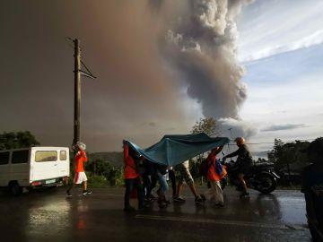 Evacuación por el volcán Taal, en Filipinas