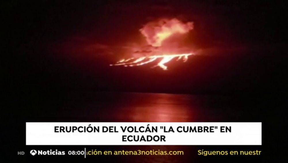 El volcán 'La Cumbre' continúa en erupción en Ecuador
