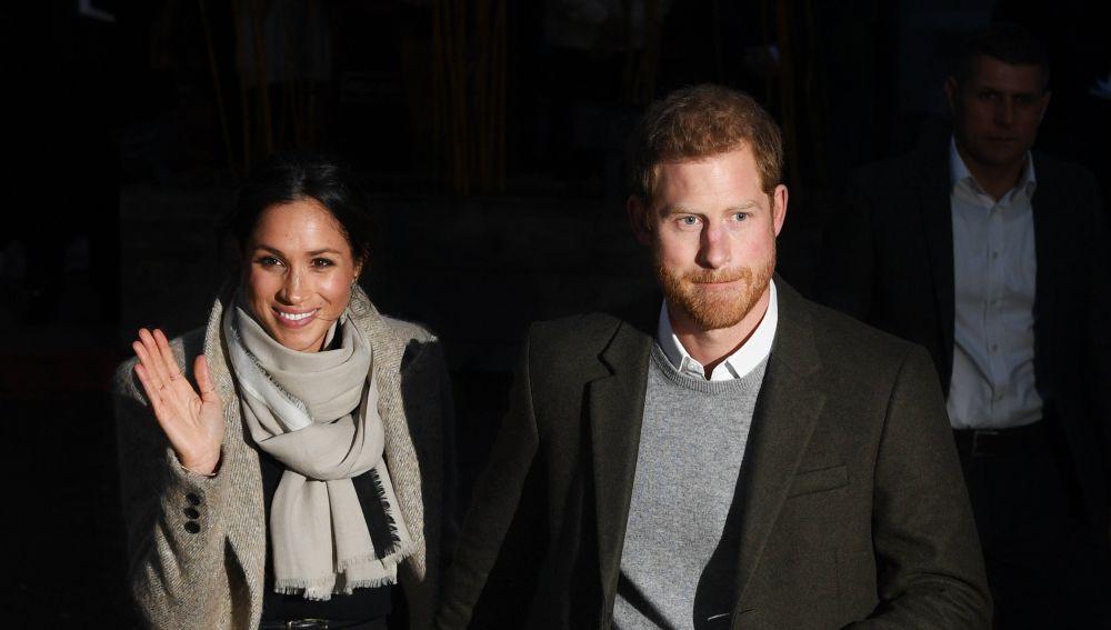 El príncipe Enrique de Inglaterra y su esposa Meghan Markle