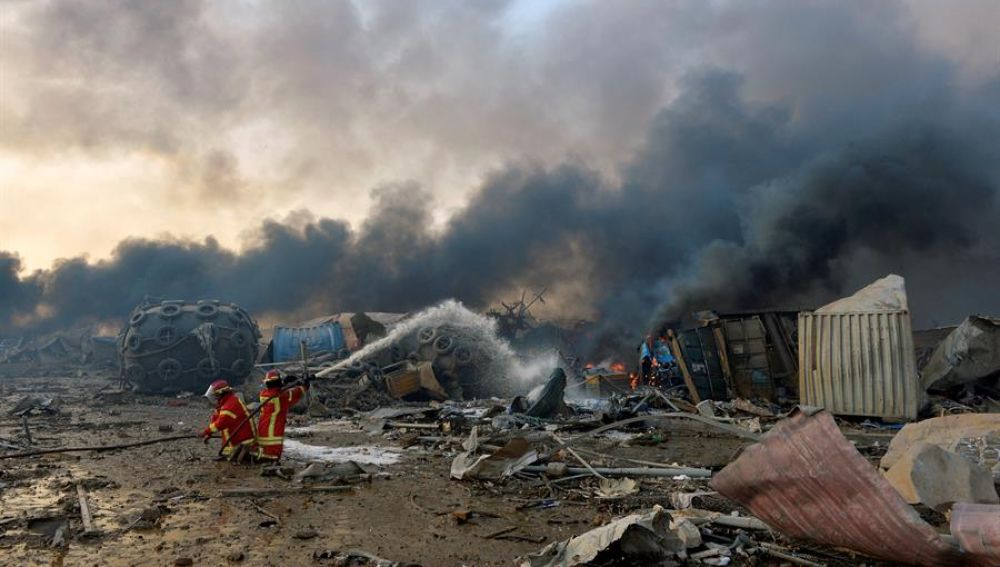 Destrozos tras la explosión en el puerto de Beirut