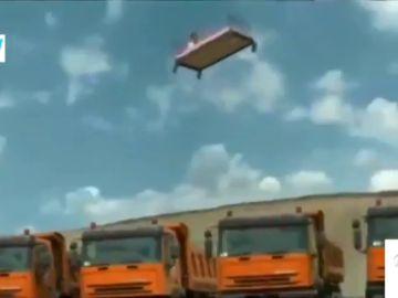 El sorprendente reto con una cama y doce camiones, en 'Zapeando'