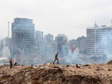 """Rabia en las calles de Beirut por la violenta explosión: """"Hemos retrocedido 100 años"""""""