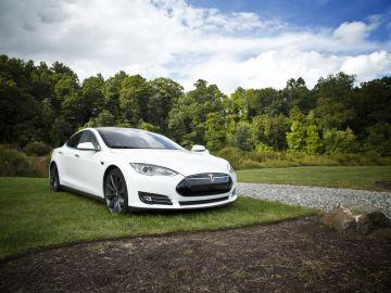 Tesla aparcado