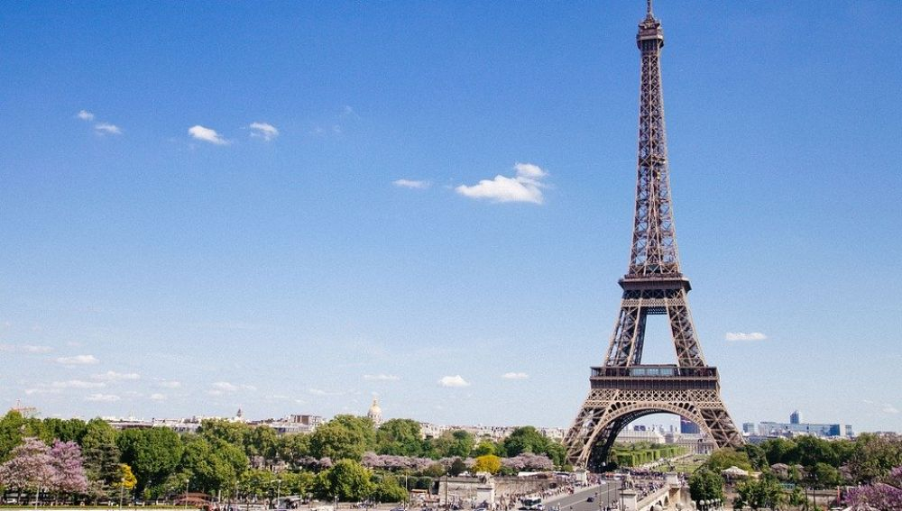 Evacuan la Torre Eiffel en París por amenaza de bomba, última hora