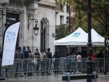 Macron baraja el toque de queda contra el coronavirus
