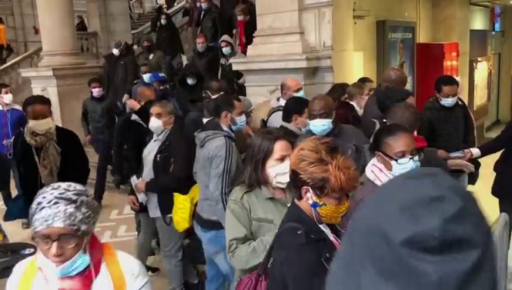 Francia, 30.000 contagios al día y altos cargos del Gobierno investigados por su gestión del coronavirus