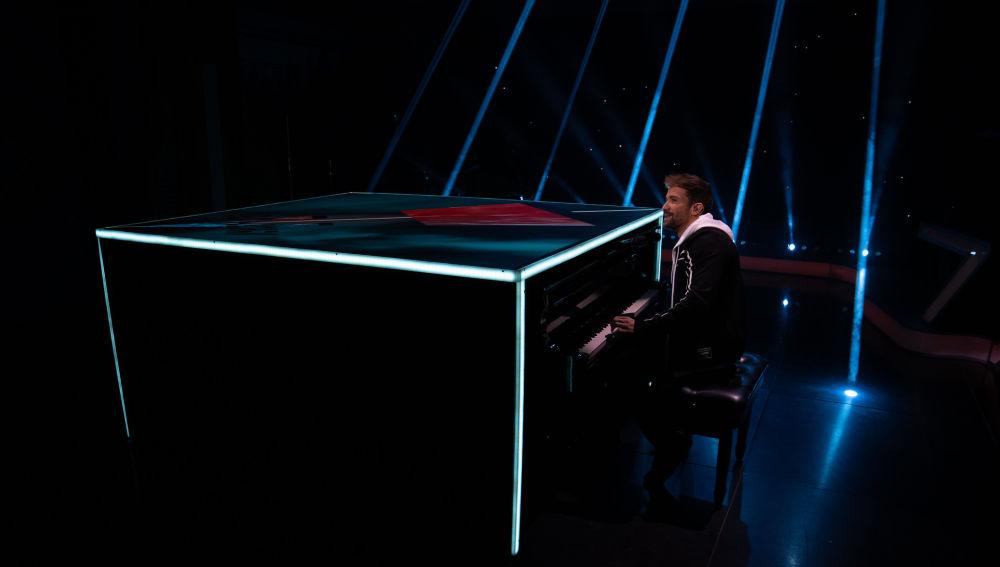 Pablo Alborán canta al piano 'Hablemos de amor' en directo en 'El Hormiguero 3.0'