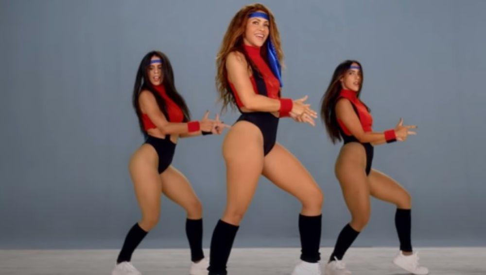 Shakira en el videclip de 'Girl Like Me' con Black Eyed Peas