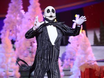 El Monaguillo se queda en los huesos para investigar la magia de la Navidad con '¿Qué es?' como Jack Skellington