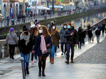 Así evoluciona la pandemia del coronavirus por edades en España