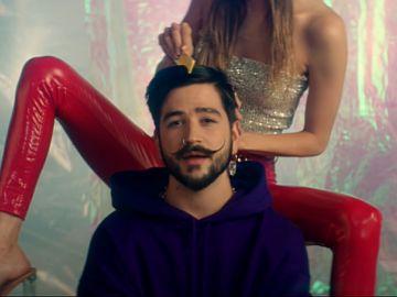 Camilo en el vídeo de 'Ropa Cara'