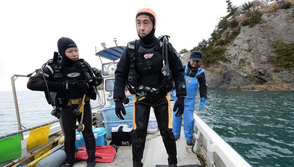 Yasuo Takamatsu, el hombre que aprendió a bucear para encontrar a su mujer después del tsunami de Japón