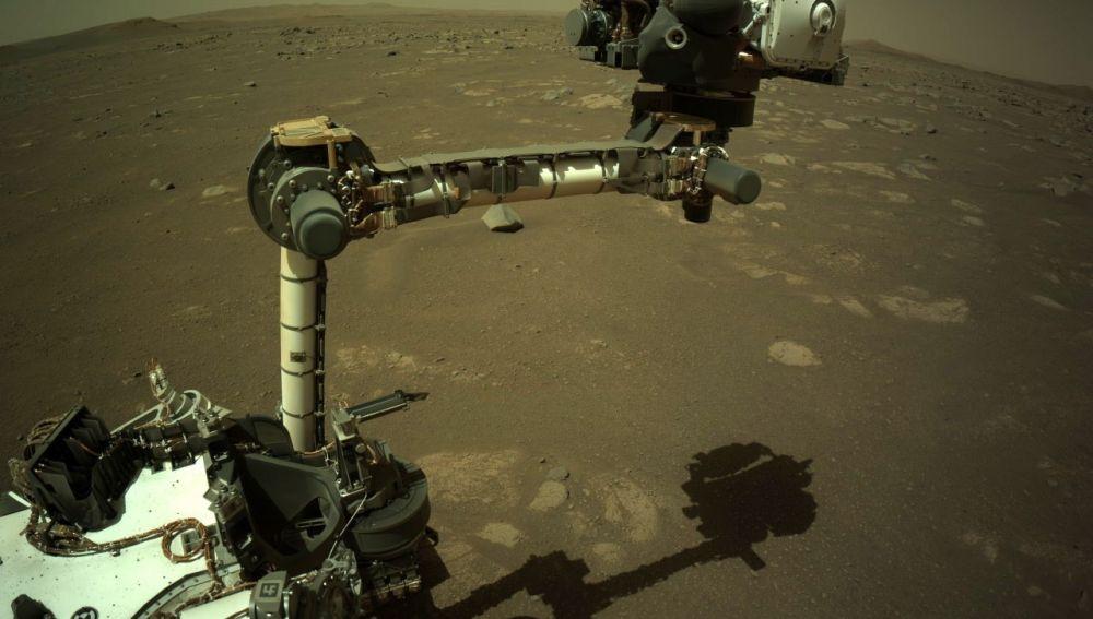El Perseverance trabaja sobre la superficie de Marte