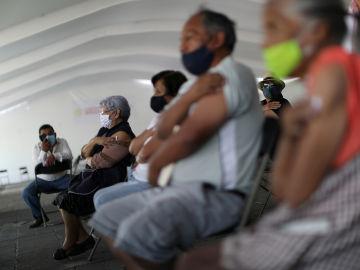 Momento de la campaña de vacunación en México