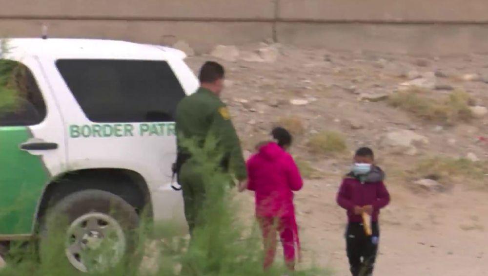 Dos menores cruzan la frontera entre EEUU y México