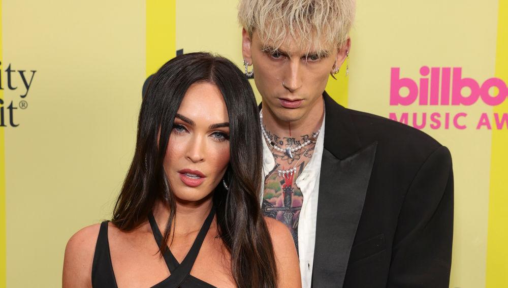 El llamativo vestido (por llamarlo de alguna manera) de Megan Fox en los premios Billboard