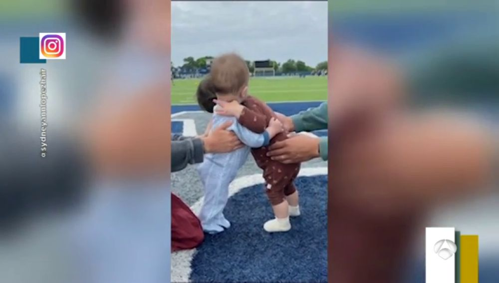 Así es el primer abrazo lleno de ternura de estos dos bebés