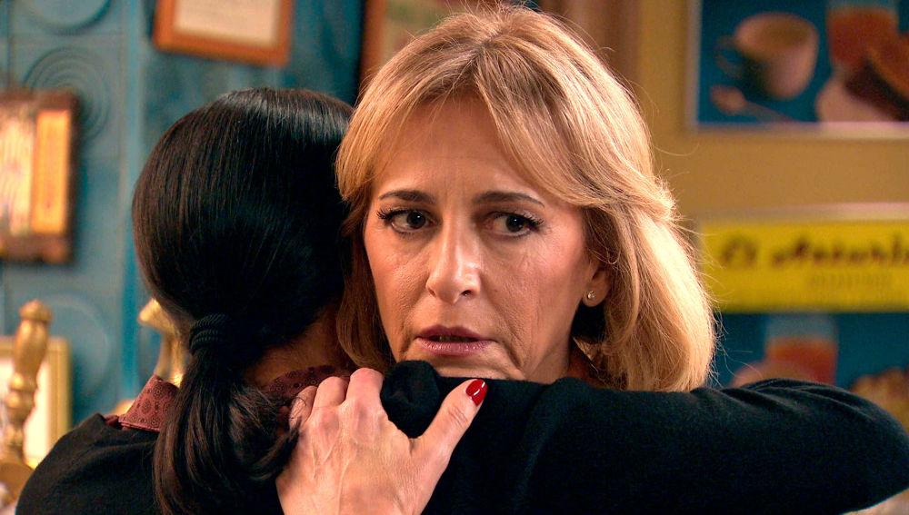 Ángela, una espía por partida doble, se debate entre dos bandos: Manolita y Beltrán