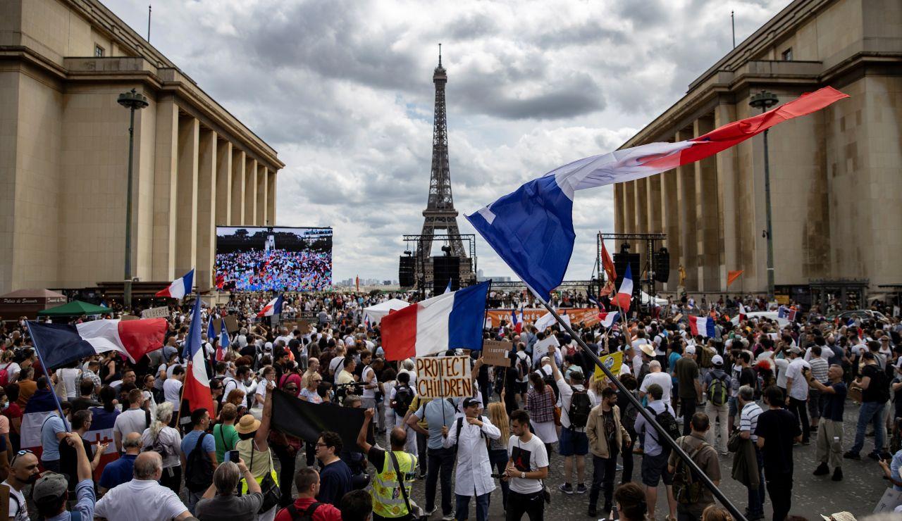 Las protestas en contra del pase sanitario y las restricciones para combatir el coronavirus se extienden por todo el mundo