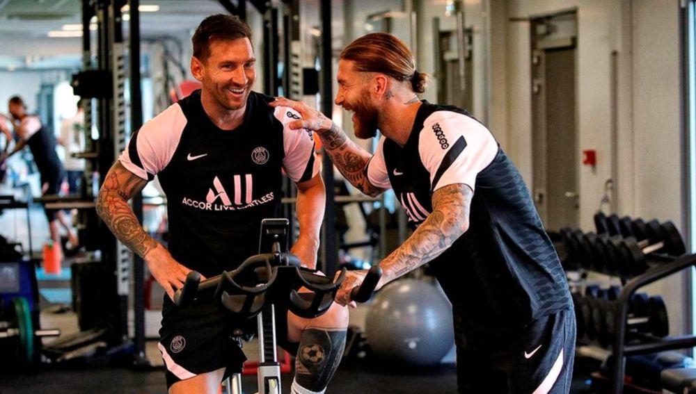 Así ha sido el primer día de Messi entrenando con el PSG: complicidad con Sergio Ramos y Neymar