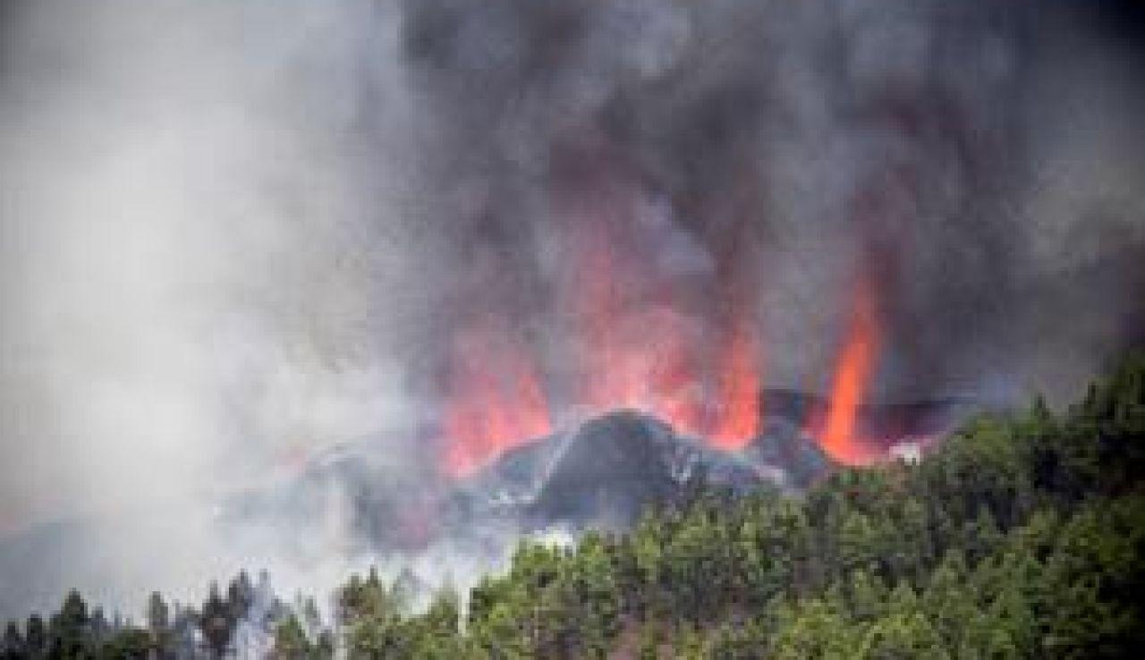 erupción volcánica en los alrededores de Las Manchas, en El Paso