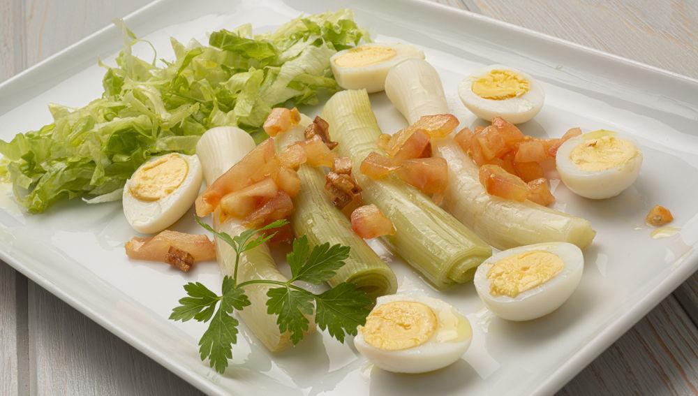 Receta de ensalada templada de puerros, de Karlos Arguiñano